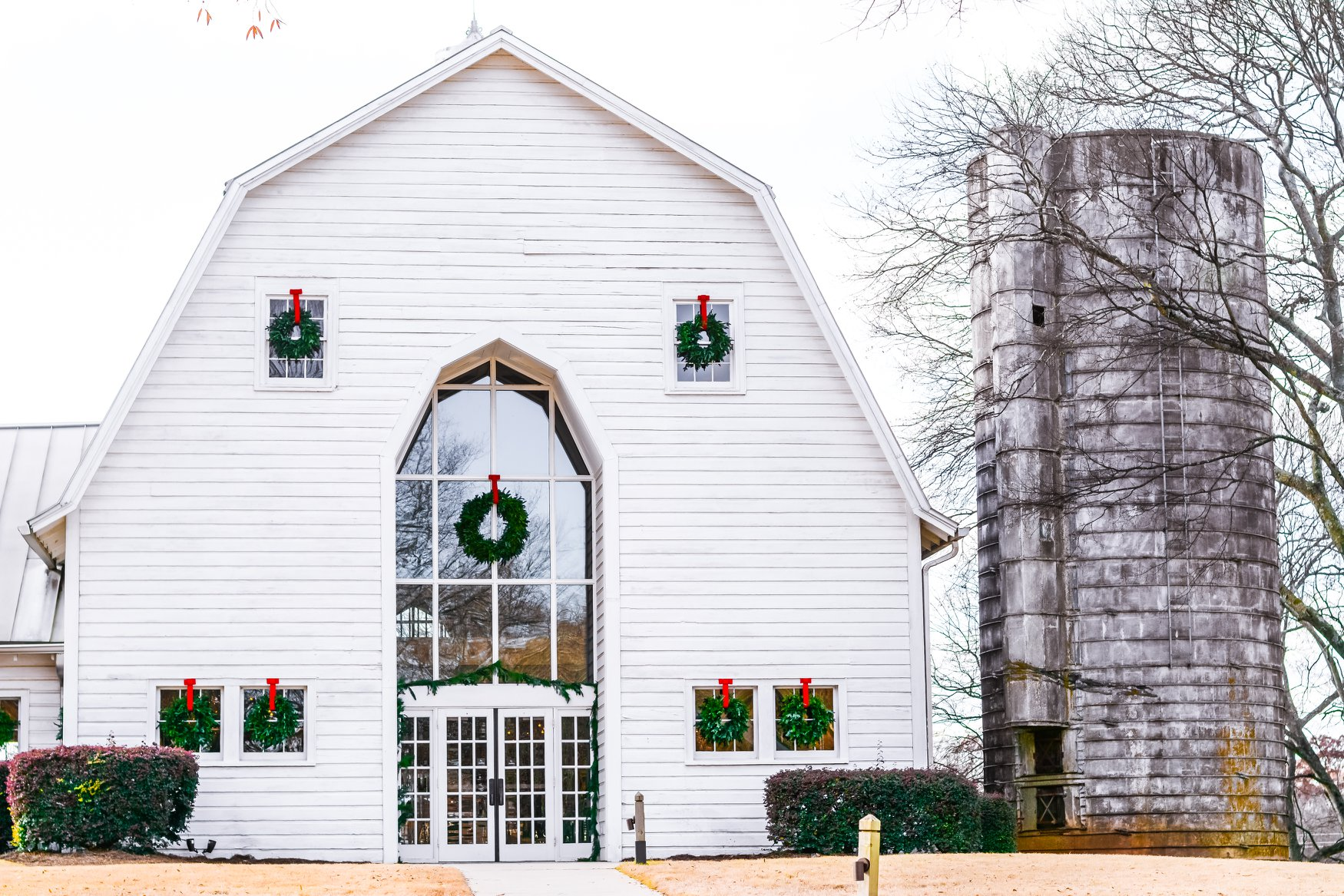 Dairy Barn decorated for Christmas