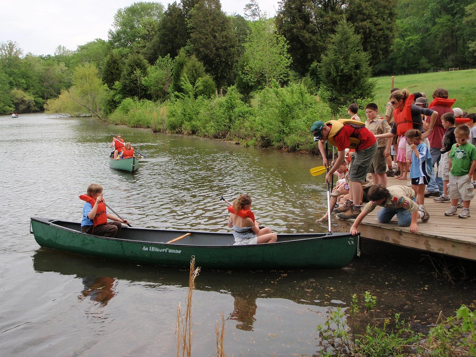Kids canoeing